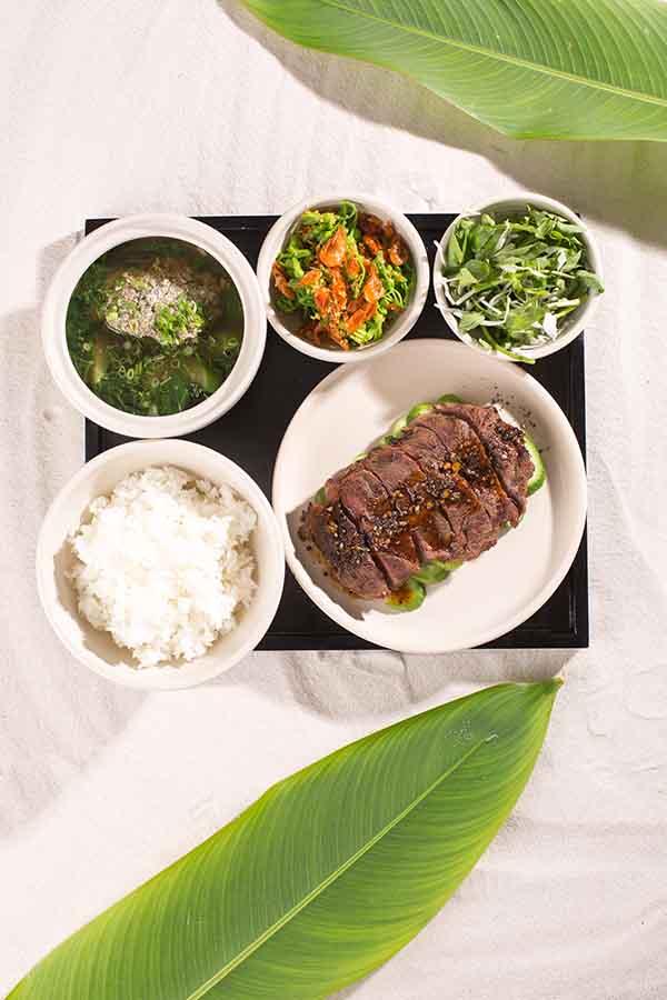 an trua - elle man - Thịt bò nướng với xà-lách dưa leo