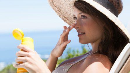 5 loại kem chống nắng kiềm dầu không chứa cồn cho da nhạy cảm
