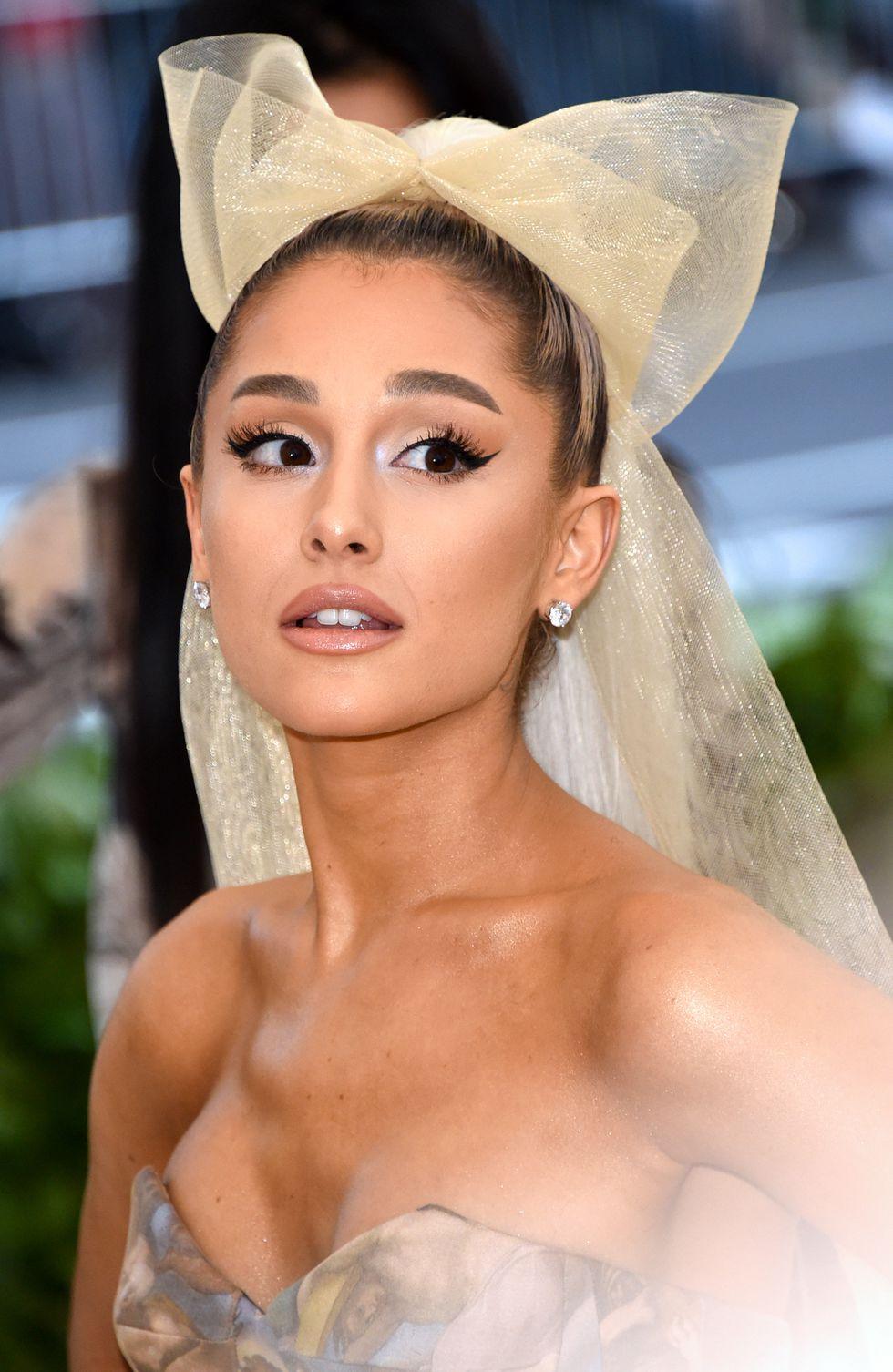 phong cách trang điểm Ariana