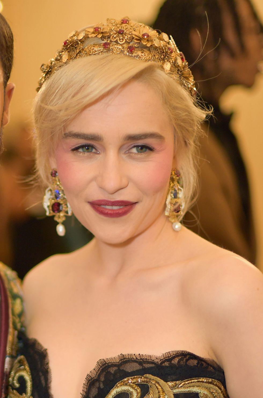 phong cách trang điểm Emilia