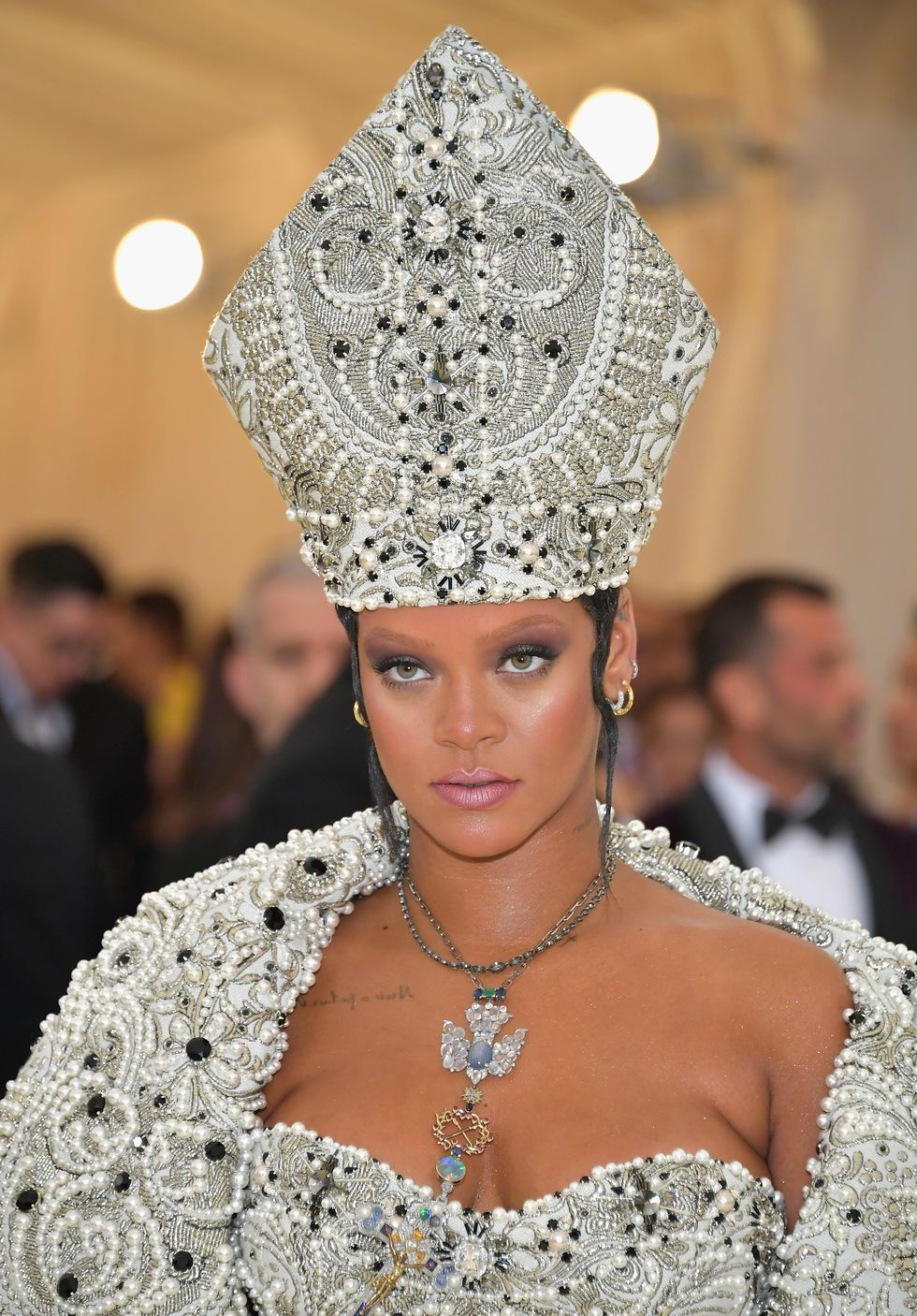 phong cách trang điểm Rihanna