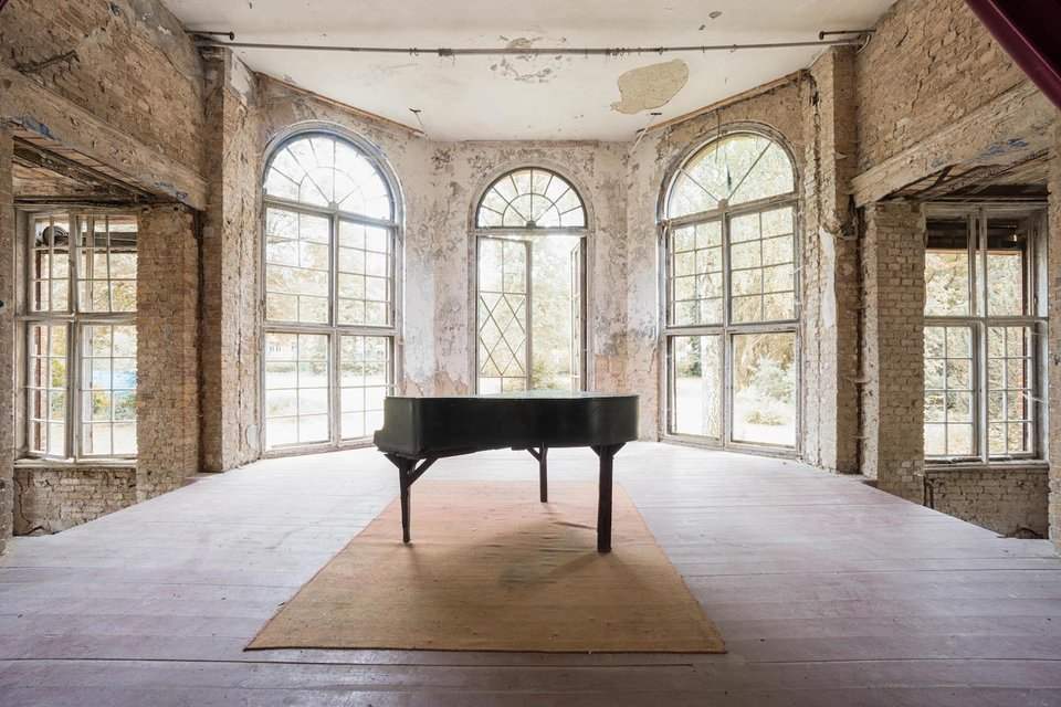 Ảnh đàn piano cũ 11