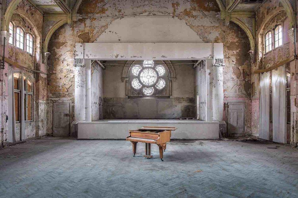 Ảnh đàn piano cũ 12
