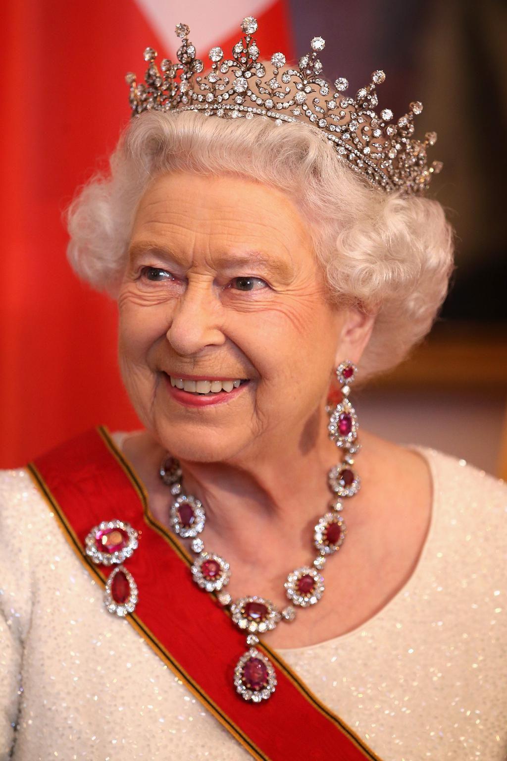 Nữ hoàng Elizabeth 10