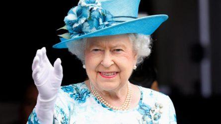 12 đặc ân khó tin chỉ dành cho Nữ hoàng Elizabeth