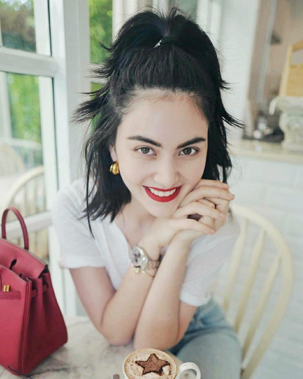 """Bí quyết làm đẹp của """"ma nữ"""" Thái Lan Davika Hoorne"""