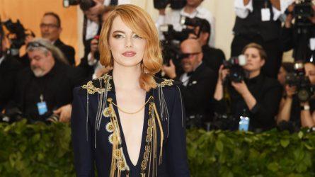 Emma Stone nổi bật tại Met Gala 2018 với makeup look ánh kim tân thời