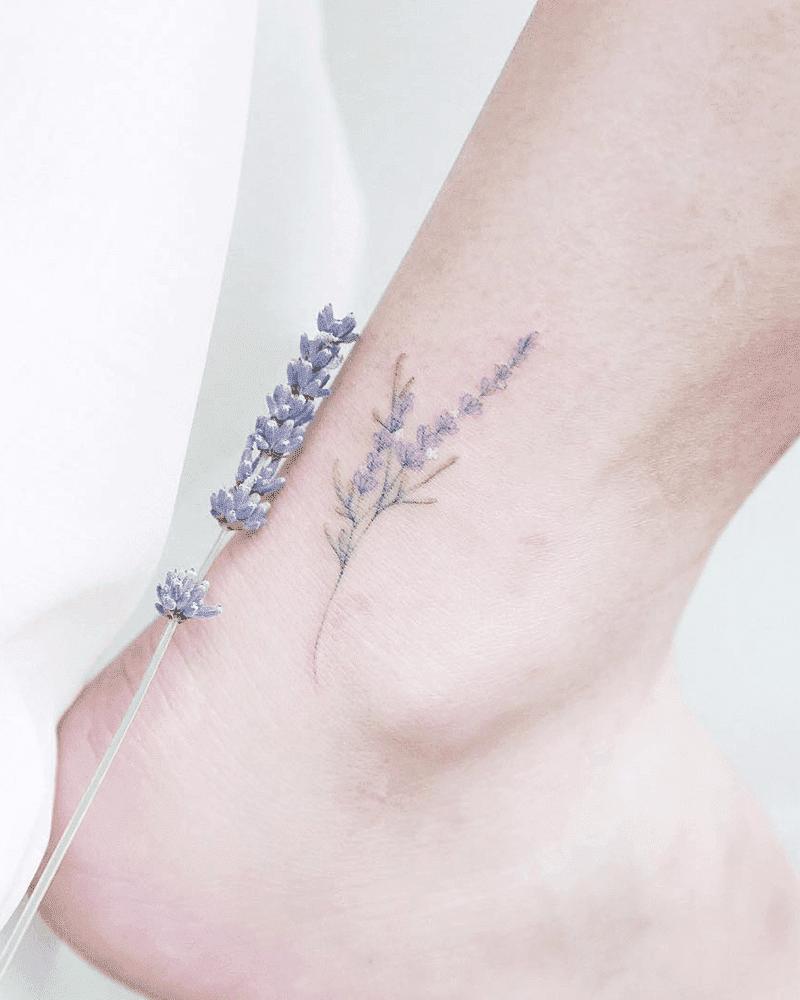 hình xăm hoa oải hương