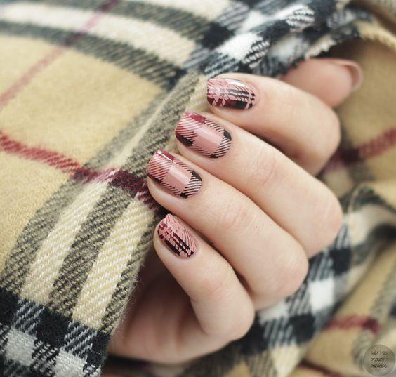 sơn móng tay checker