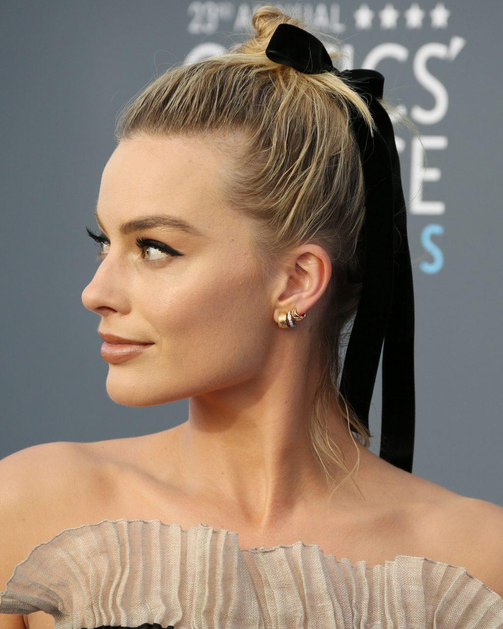 kiểu tóc dự tiệc thanh lịch Margot Robbie