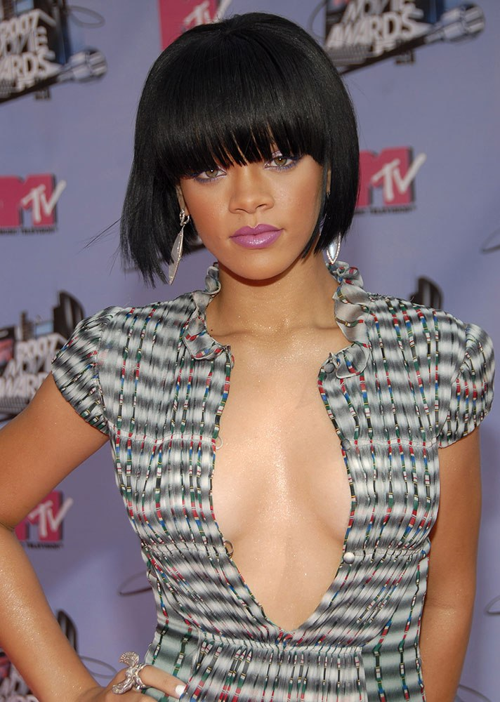 tóc mái ngang Rihanna