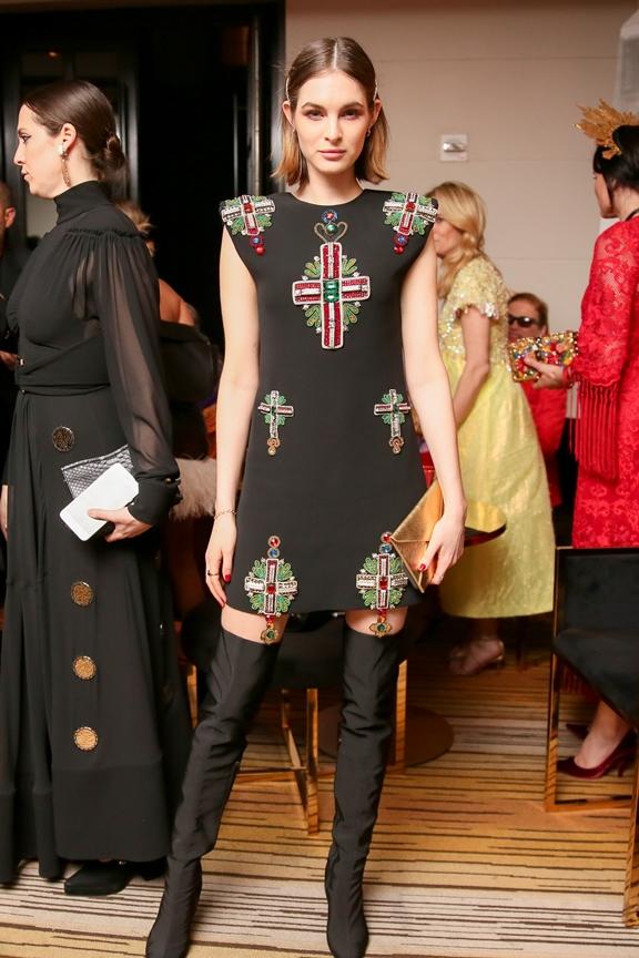 Laura Love Versace - elle vietnam