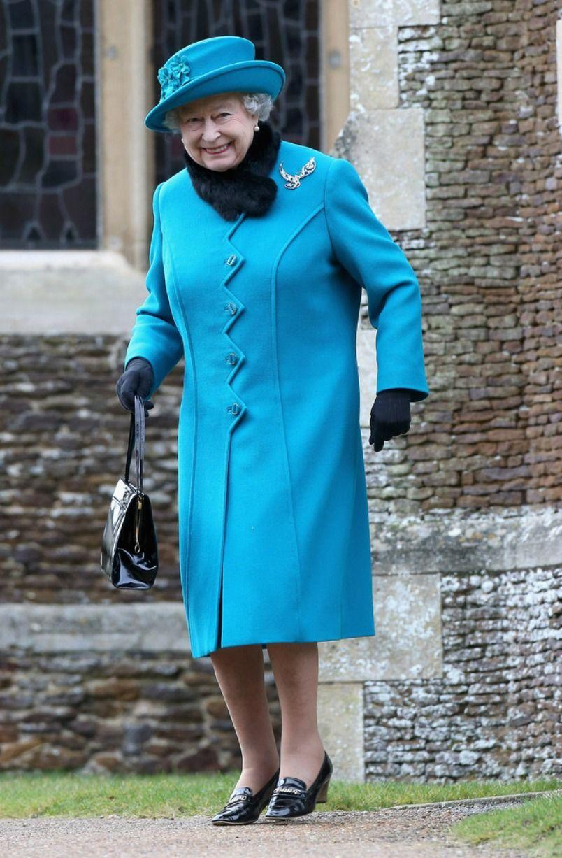 Nữ hoàng Elizabeth mặc trang phục nổi bật trong đám cưới công nương Meghan Markle