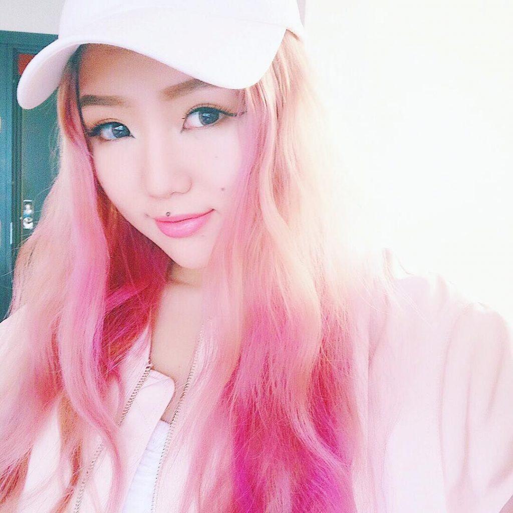 beauty blogger Hoa Ngữ Vivekatt
