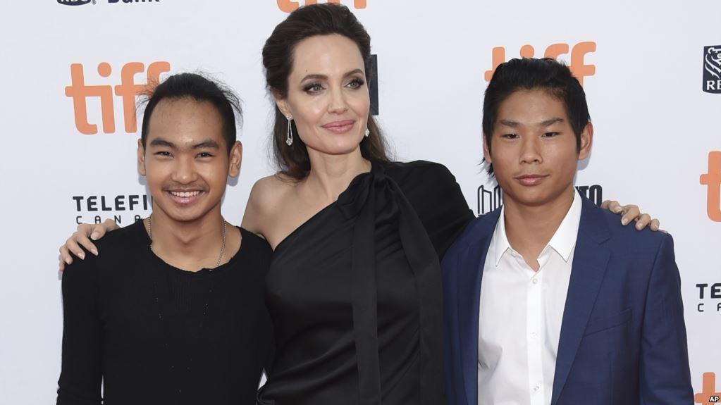 Hình Angelina Jolie 12