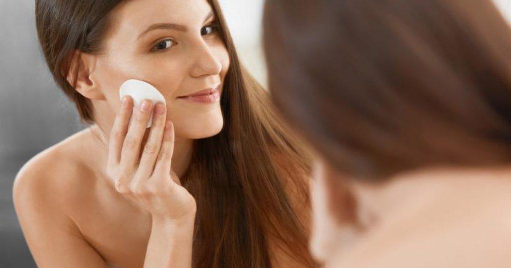 Toner nào tốt cho da dầu để bạn luôn rạng rỡ trong ngày Hè?