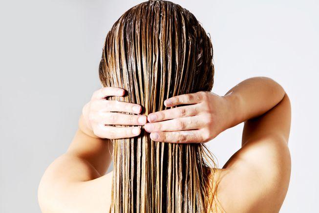 nguyên nhân bị mụn mái tóc