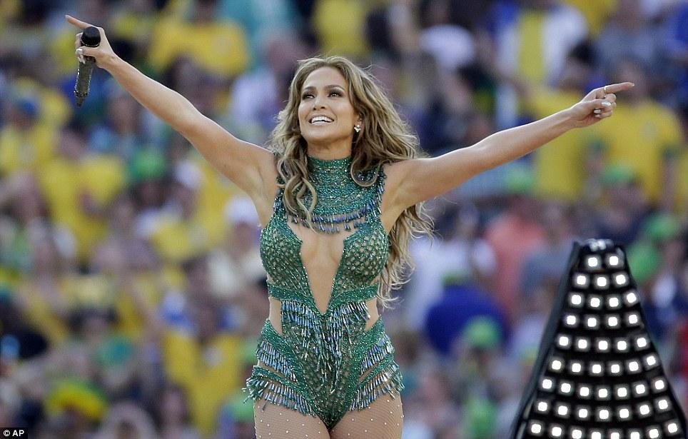 phong cách trang điểm World Cup Jennifer 1