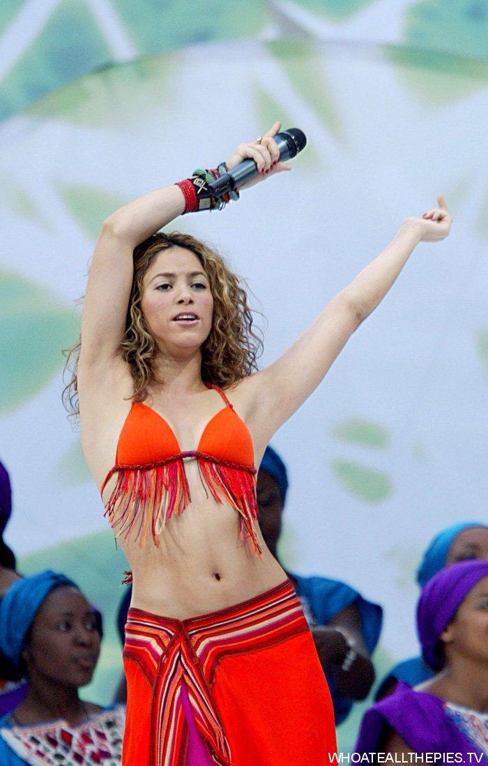 phong cách trang điểm World Cup Shakira 2006
