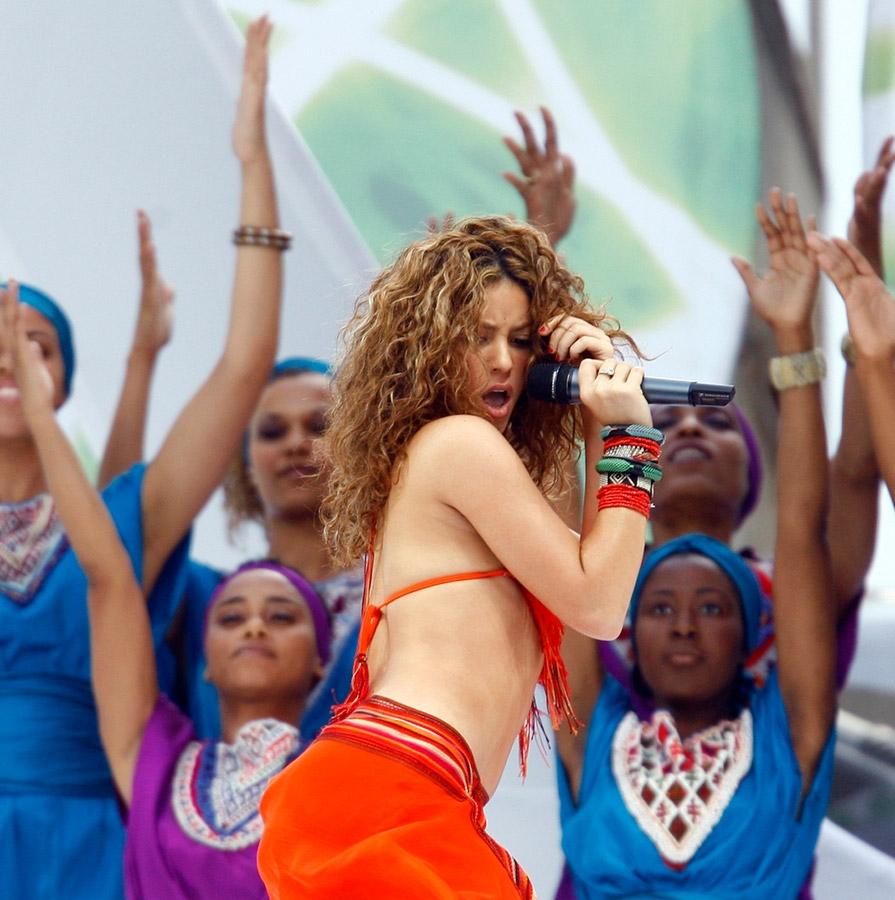 phong cách trang điểm World Cup Shakira 2006 1