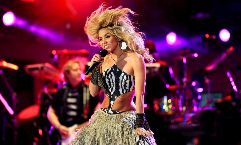 phong cách trang điểm World Cup 2010 Shakira 2