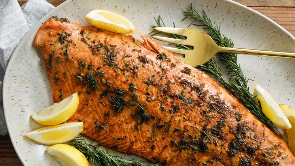 thực phẩm tốt cho mắt cá hồi