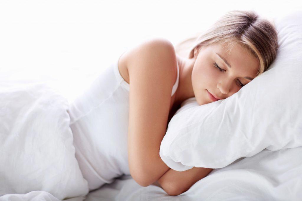 giảm mỡ mặt ngủ đủ giấc