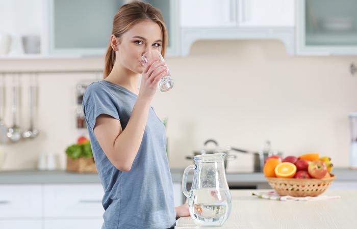 giảm mỡ mặt uống nhiều nước