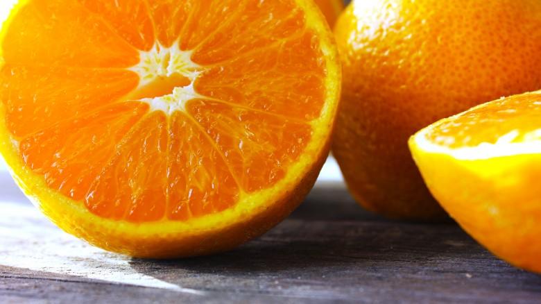 làm trắng răng quả cam