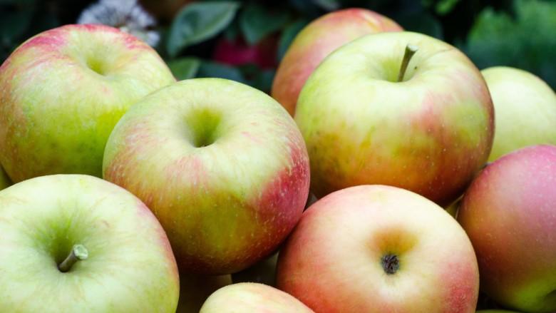 làm trắng răng quả táo