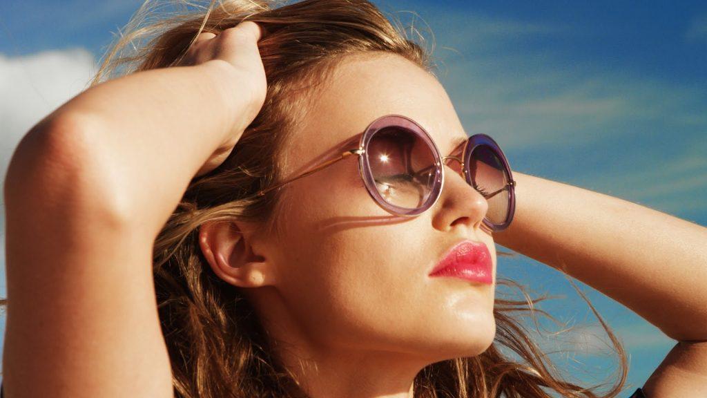 chăm sóc mắt đeo kính râm