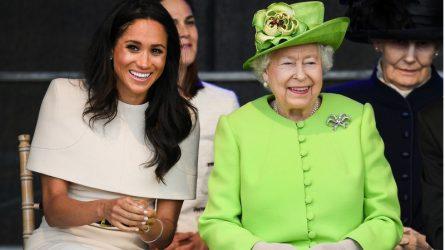 Meghan Markle luôn diện trang phục màu trung tính là vì nữ hoàng Elizabeth?