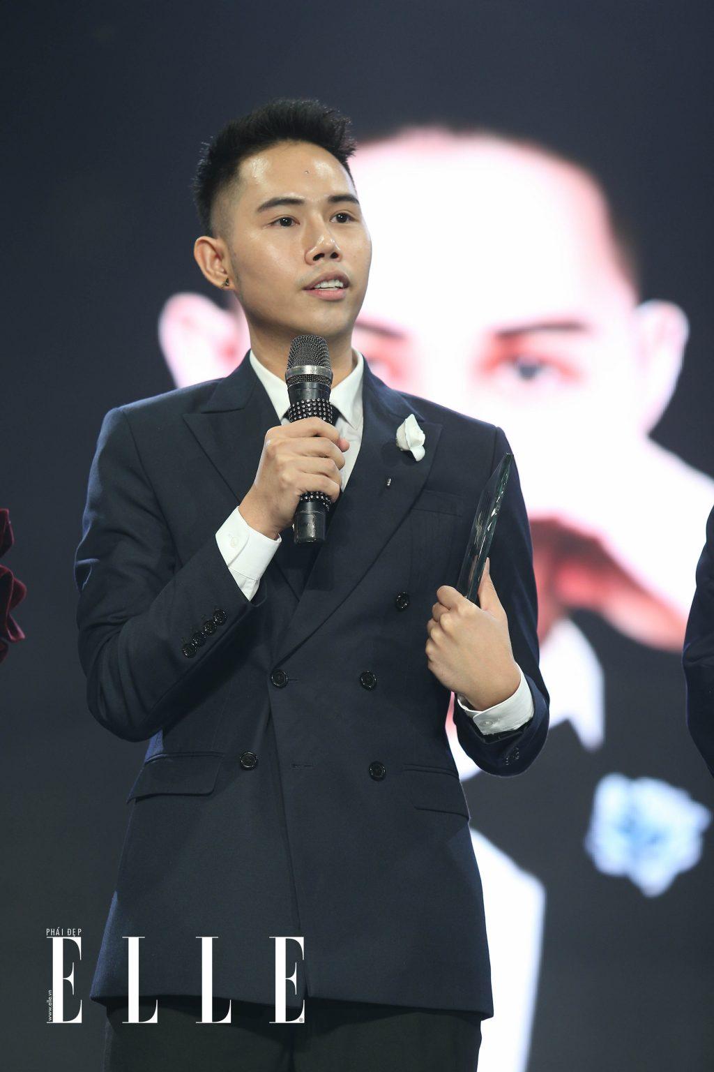 Hoàng Oanh nhận giải Best Dress Of The Night khi mang bản đồ Việt Nam lên sân khấu ELLE