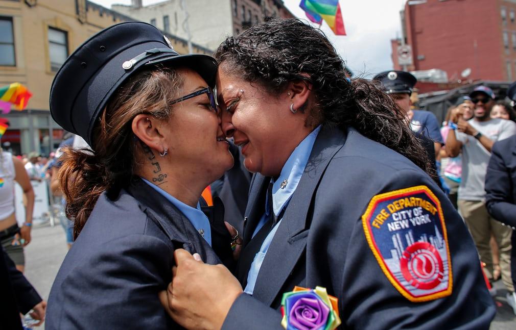 Diễu hành đồng tính 12