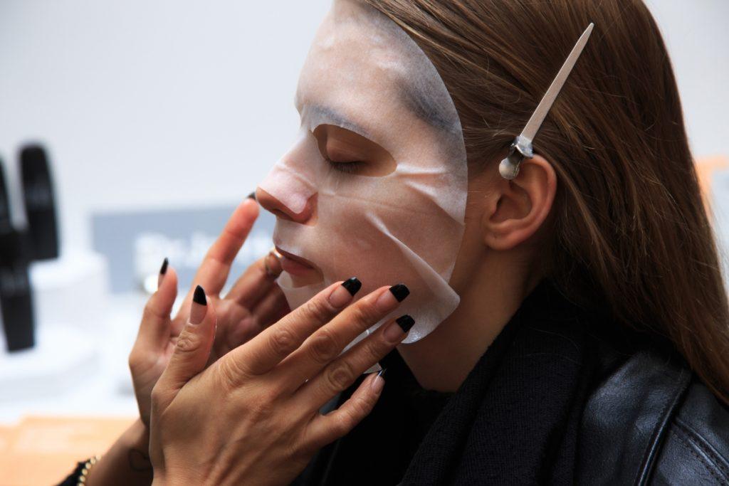 Chăm sóc da mặt đúng cách - Phương pháp hồi phục sắc khí sau mỗi chuyến bay