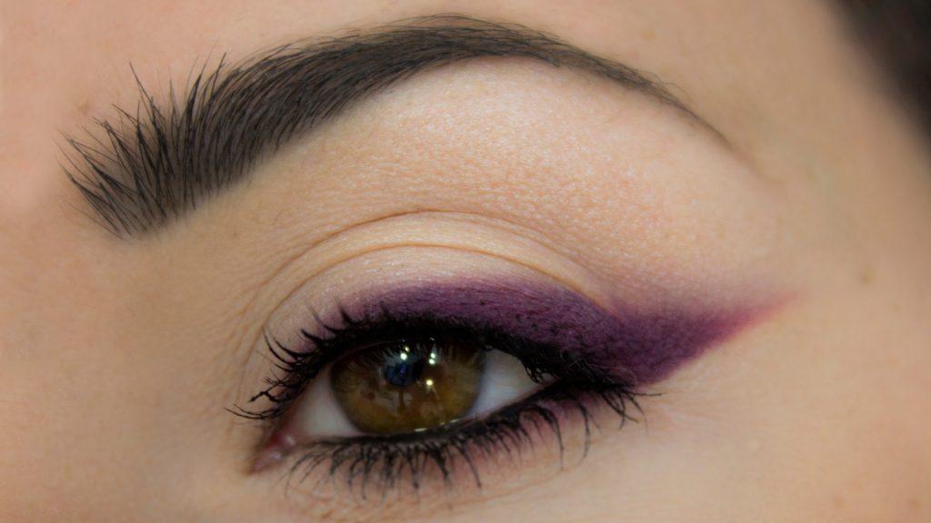 màu chì kẻ mắt plum