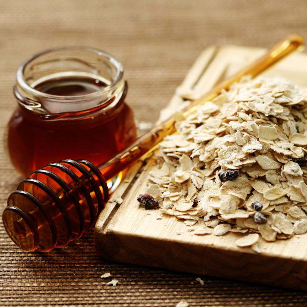 da không đều màu mật ong và yến mạch