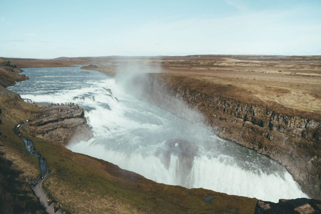thác nước ở Iceland 1