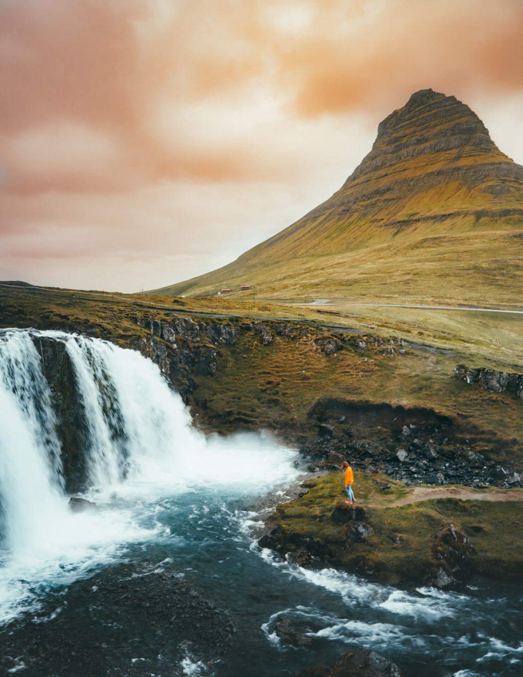 thác nước ở Iceland 2