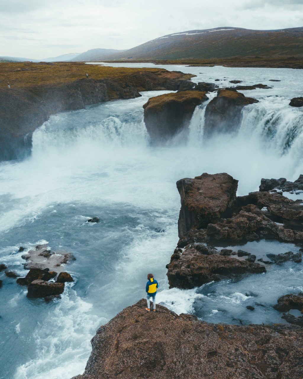thác nước ở Iceland 6