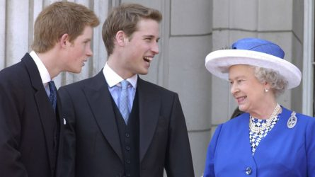 Nữ hoàng Elizabeth II - Người mẹ, người bà tuyệt vời của gia đình Hoàng gia Anh