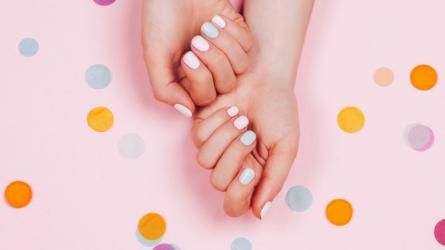 7 màu sơn móng tay đậm chất Hè bạn nên cập nhật ngay