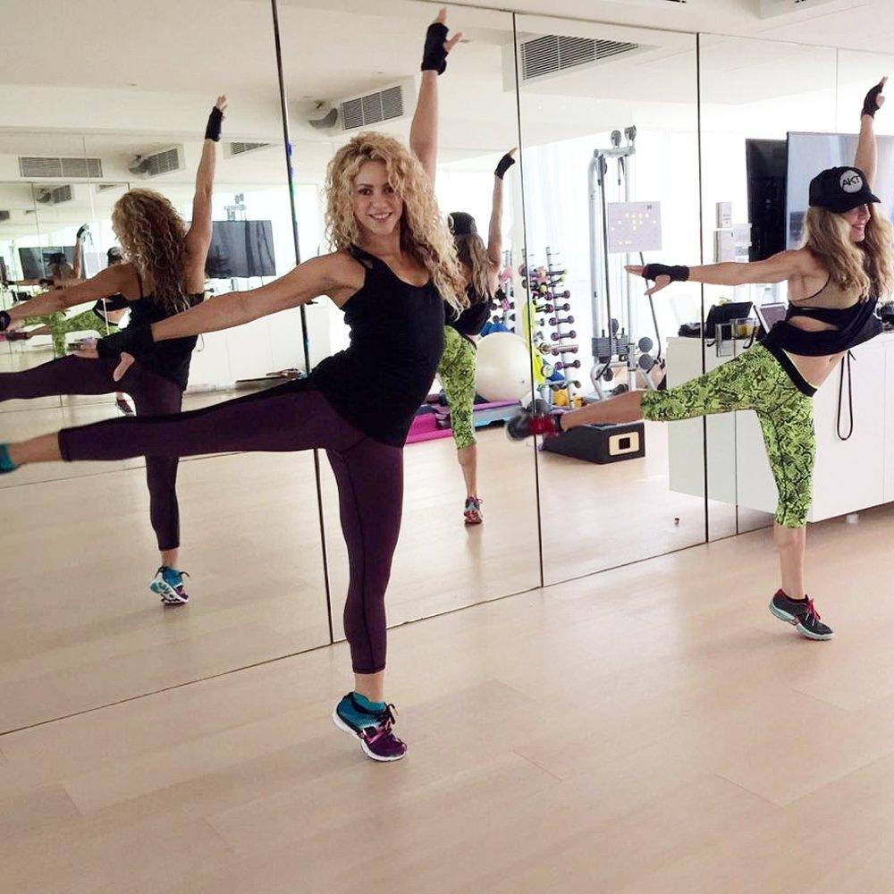 cách tập luyện giữ dáng Shakira Popsugar 1