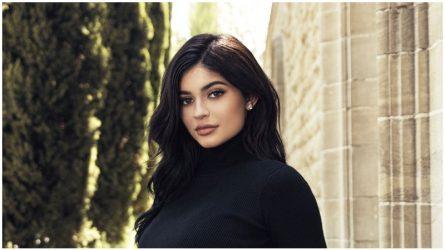 Đế chế mỹ phẩm giúp Kylie Jenner trở thành