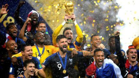 Cúp vàng World Cup 2018 được đựng trong chiếc rương đặc biệt của Louis Vuitton