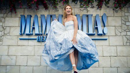 """Những bộ cánh đẹp nhất trên thảm """"xanh"""" công chiếu phim Mamma Mia phần 2"""