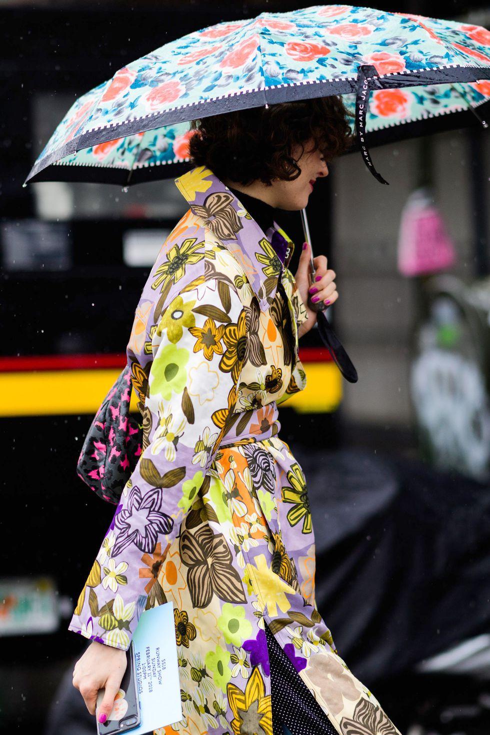 phong cách phối đồ ngày mưa 6