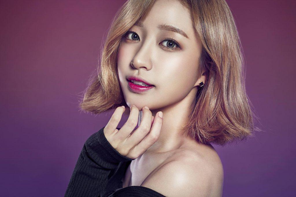 Trang điểm Hàn Quốc colored contacts