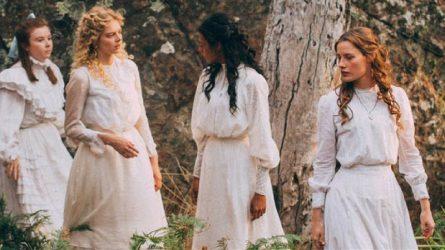 Đầm trắng cổ điển - Món đồ thời trang sinh ra từ cảm hứng điện ảnh