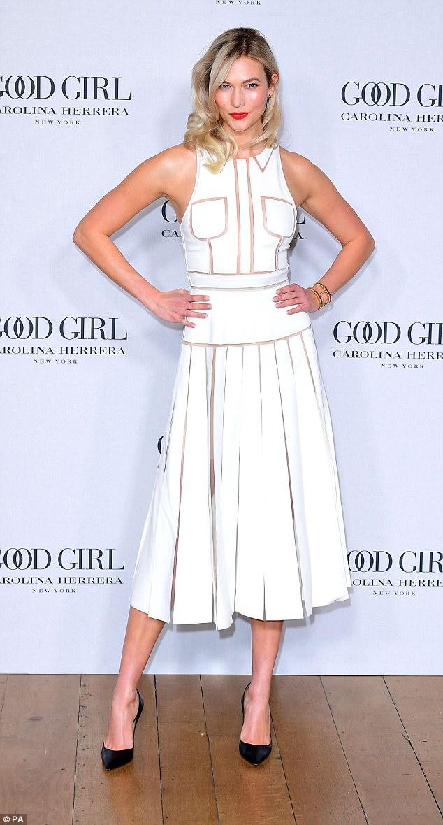 phong cách thời trang đầm trắng cổ điển 15
